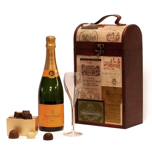 The Princeton Vintage Wine Chest Gift Hamper with 750ml Veuve Clicquot Yellow Label Champagne, Branded Veuve Champagne Flute & Belgian Chocolates - Gift ideas