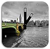 Skyline von London mit Themse und Big Ben schwarz/weiß, Wanduhr Quadratisch Durchmesser 28cm mit schwarzen eckigen Zeigern und Ziffernblatt, Dekoartikel, Designuhr, Aluverbund sehr schön für Wohnzimmer, Kinderzimmer, Arbeitszimmer