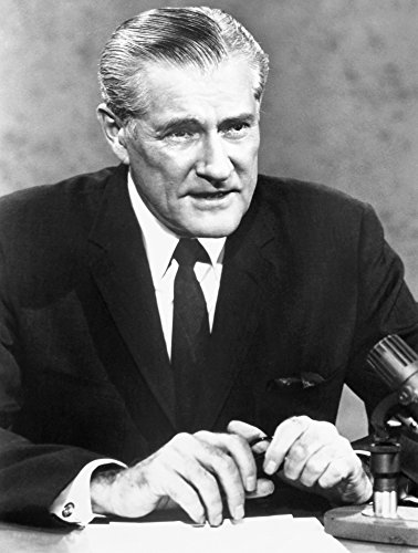 The Poster Corp Eric Sevareid (1912-1992). /Namerican Journalist. Photographed In 1974 During A CBS Television News Broadcast. Kunstdruck (45,72 x 60,96 cm)