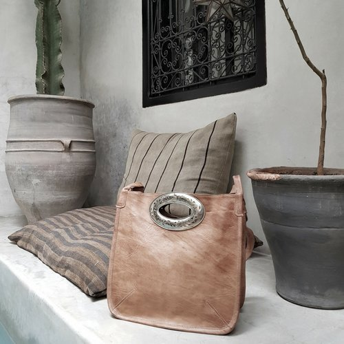 bolso cuero hecho a mano por artesanos en marruecos, bolso estilo boho chic, bohemio, regalo mujer, bolso de mano, cartera cuero,