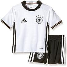 In unserem offiziellen BVB-Online FanShop gibt es zum Beispiel das offizielle BVB-Trikot der aktuellen Bundesligasaison als Baby-Set. So kann Euer Kind schon in seiner allerersten Saison als BVB-Fan perfekt ausgestattet die Spiele mitverfolgen.