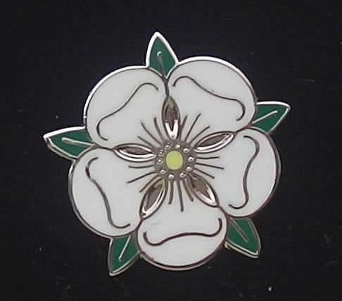 white-rose-of-york-yorkshire-england-rose-alba-rose-argent-enamel-lapel-badge