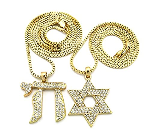 Deux colliers de ton or à micro pendentifs Chai et