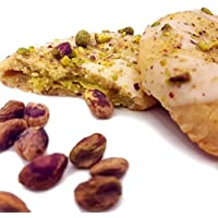 Direttamente dalla Sicilia, fragranti mezzelune di pastafrolla con cuore alla crema di pistacchio, ricoperte di cioccolato bianco e pistacchio in granella. Create da antico laboratorio di pasticceria artigianale.