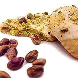 Tout droit de la Sicile, demi lune à la pistache. Delicate pâte brisée à la crème de pistache, recouverte de chocolat blanc et de pistache en grains. Créé par ancienne pâtisserie artisanale sicilienne.