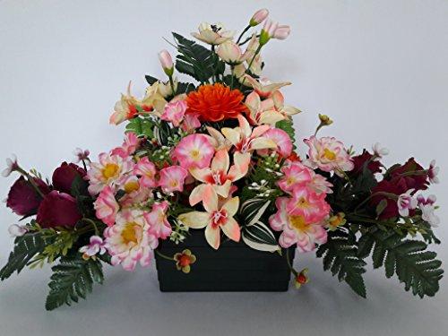 Composition de fleurs artificielles, lesté totalement ciment pour une très bonne tenue à l extérieur vu son poids. Réalisé par nos soins, produit apprécié dans nos villes. Les fleurs sont aussi de très bonne tenue et qualité. Vous ne serez pas déçus par sa résistance au vent.