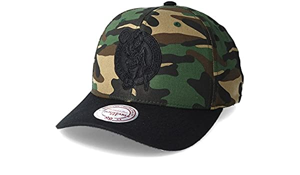 458b0b85188 Mitchell   Ness Boston Celtics 110 Flexfit Camo Adjustable  Amazon.co.uk   Clothing