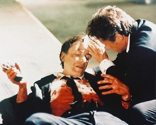 itel als Mr. White/Larry Dimmick unt Tim Roth als Mr. Orange/Freddy Newandyke in Reservoir Dogs 25x20cm Farbfoto ()