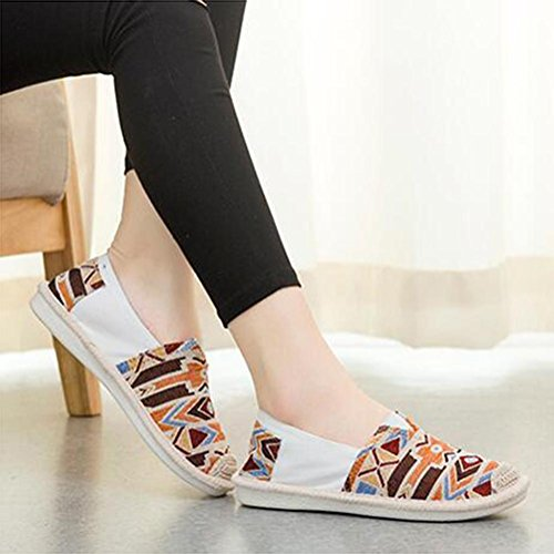 Frauen handgemachte beiläufige Schuhe Art- und Weiseweinlese-Segeltuch-flache Schuhe eine Vielzahl der chinesischen Art vorhanden Brown