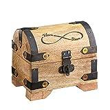 Casa Vivente – Helle Schatztruhe mit Gravur – Unendlich – Personalisiert mit [Namen] – Verpackung für Geldgeschenke – Schmuckkästchen – Spardose – Aufbewahrungsbox aus Holz – 10 x 7 x 8,5 cm