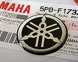 100% GENUINE 25mm Diametro YAMAHA TUNING FORCELLA Decalcomania Adesivo Emblema Logo Argento / Nera In rilievo A cupola A Gel Resina Autoadesivo Moto / Sci Nautico / ATV / Motonev
