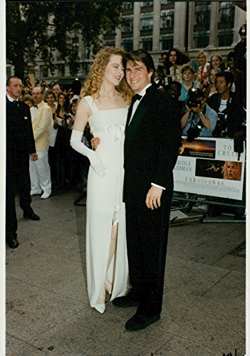 vintage-photo-of-nicole-kidman-and-tom-cruise-arrive-at-the-premiere-of-far-and-away