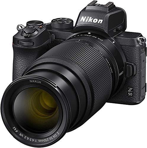 Oferta de Nikon Z50 - Cámara sin Espejo con Objetivos 16-50 DX VR, 50-250 DX VR, trípode, Tarjeta SD 64 GB 1000X, Libro y Bolsa, Negro - Versión NIKONISTAS