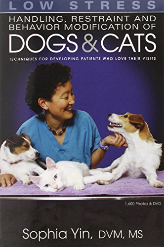 Low Stress Handling Restraint and Behavior Modification of Dogs & Cats: Techniques for Developing Patients Who Love Their Visits por Sophia Yin
