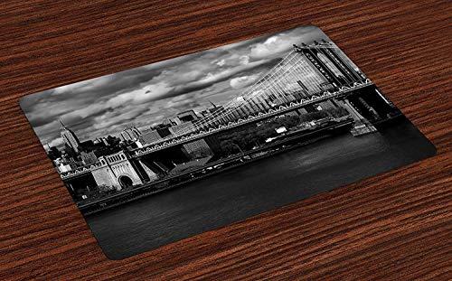 New York Place Mats, Panorama noir et blanc des toits de la ville de New York avec un accent sur le pont de Manhattan Photo, Napperons en tissu lavables pour la décoration de table de cuisine de salle