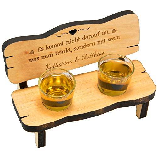 Schnapsbank mit 2 Gläsern und Gravur: personalisiertes Hochzeitsgeschenk aus Holz mit Namen und Spruch- gravierte Geschenke für Verliebte zum Valentinstag, Jahrestag oder zur Hochzeit