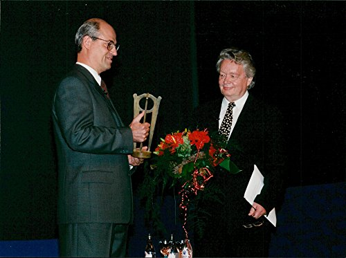 vintage-photo-of-telia-ceo-lars-berg-and-ernst-hugo-jaregard-awards-prizes
