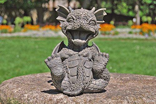 Süsser Gartendrache kringelt sich vor lachen Drache Figur Gartenfigur