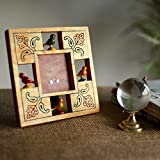 ExclusiveLane Parrot Photo Frame With Ca...