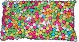 Ce lot se compose denviron 500 boules à sarbacane. Ces boules multicolores mesurent environ 1,7 cm de diamètre.Munissez vous dune sarbacane et faites pleuvoir ces boules de couleur à loccasion du Nouvel An, du Carnaval ou pour tout autre événement fe...