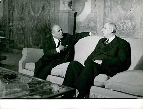 vintage-photo-of-charles-de-gaulle-in-a-conversation-with-habib-bourguiba-in-paris-1961