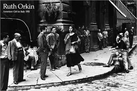 kunstdruck-american-girl-in-italy-c1951-von-ruth-orkin-grosse-91-x-61-cm