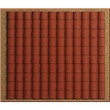 Accesorio para belén formado por un panel de plástico con forma de tejado con tejas grandes