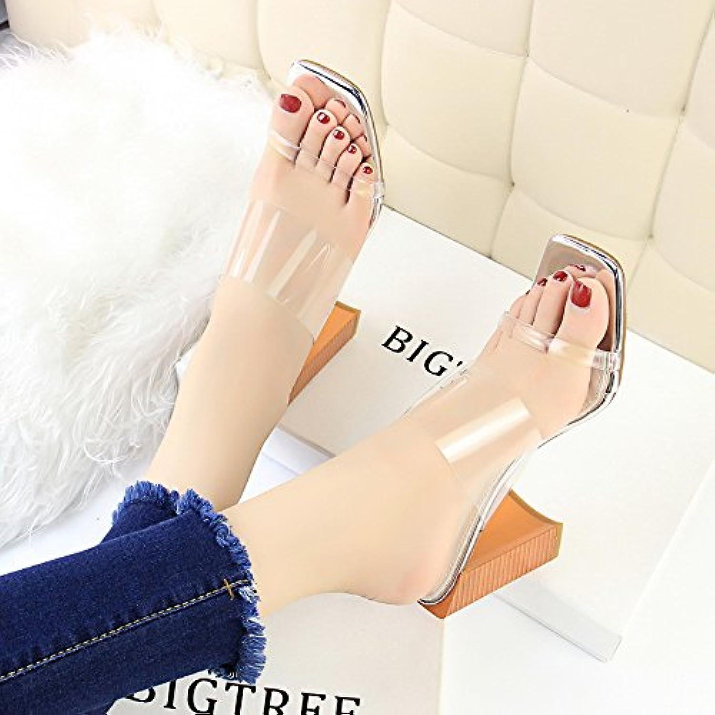 Zapatillas frescas, grano de madera en las mujeres de moda con zapatillas transparentes con tacones y tacones...