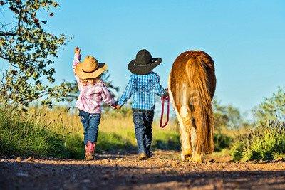 druck-shop24 Wunschmotiv: Little cowgirl and cowboy with pony #121625797 - Bild auf Forex-Platte - 3:2-60 x 40 cm/40 x 60 cm