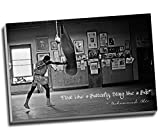 Leinwanddruck, Motiv Muhammad Ali Champion, Zitat Float Like A Butterfly (Schwebe wie ein Schmetterling), 76,2 x 50,8 cm, Schwarz / Weiß