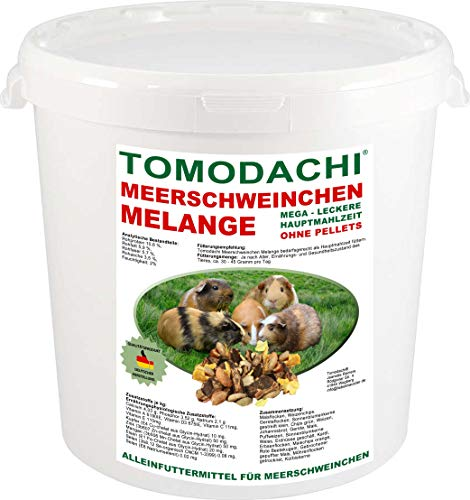 Tomodachi Meerschweinchenfutter, Nagerfutter pelletfrei, Naturprodukt, Hauptmahlzeit Meerschwein, lecker, viel Gemüse, Möhrenflocken, Erbsenflocken, Getreide, Nüsse, Kerne, Kräuter 1kg Eimer -