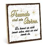 TypeStoff Holzschild mit Spruch - Freunde SIND WIE Sterne (weiß-gelb) - im Vintage-Look mit Zitat als Geschenk und Dekoration zum Thema Freundschaft und Nähe (19,5 x 19,5 cm)