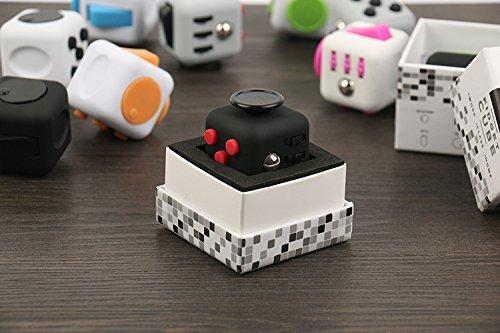 *Fidget Würfel – der Cube gegen Stress mit hohem Suchtpotential  ILLOOMS*