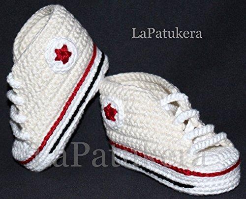 Babyschuhe. häkeln. Unisex. Stil Converse. Farbe creme. aus 100% Baumwolle. 4 Größen 0-9 Monate. handgefertigt in Spanien. Turnschuh gehäkelt gestrickt. Geschenk fürs Baby