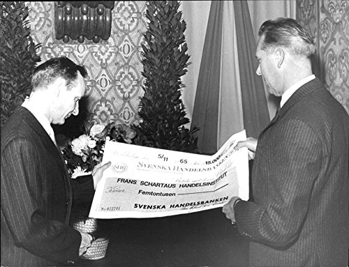 vintage-photo-of-schartaus-rekotor-left-receives-a-check-for-15000-kr-of-bank-director-of-swedish-ha
