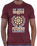 HARIZ  Herren T-Shirt Mit Darts In Den Händen Werden Wir Zu Legenden 2 Dart Sprüche Dartscheibe Sport Fun Trikot Inkl. Geschenk Karte Wein Rot L