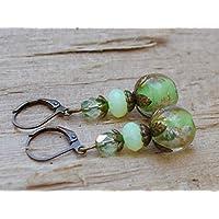 Vintage Ohrringe mit Lampworkperlen & böhmischen Glasperlen - lemon green & bronze