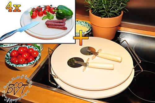 Zwei MASSIVE ca. 2 KG Pizzasteine, Heisser Stein aus Thermo-Ton KOMPLETT mit verchromter Stahlhalterung, Größe ca. 33 cm x 12 mm & 4x Picknick Grill-Holzbrett mit Rillung natur, groß, hochwertig, Buche - SPÜLMASCHINENFEST '*' , ca. 16 mm dick, mit abgerundeten Kanten, Maße rund je ca. 30 cm Durchmesser als Bruschetta-Servierbrett, Brotzeitbrett, Bayerisches Brotzeitbrettl, NEU Massive Schneidebretter, Frühstücksbretter,