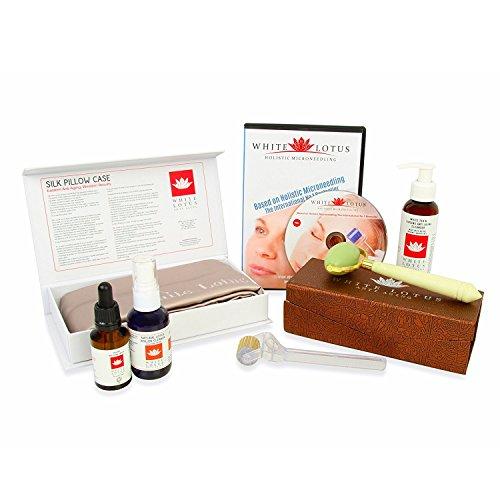 White Lotus DELUXE ANTI-AGING-SET | Derma-Roller für empfindliche Haut | Organisches Serum | Gesichts-Jade-Roller | Kissenbezug 100{483c4f56276137e5e92dd10798a9407b350c8e06d2c8edb2322a891a6bef6d2e} Maulbeer-Seide | Org. Reiniger | Derma-Rollen-Reiniger | DVD