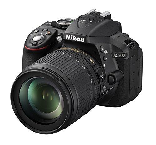 "Nikon D5300 - Cámara réflex de 24.2 MP (pantalla TFT LCD inclinable 3.2"", sensor CMOS DX, vídeo Full HD, AF dinámico con 39 puntos, WiFi, GPS), negro - kit con objetivo Nikkor AF-S DX VR 18-105 mm"