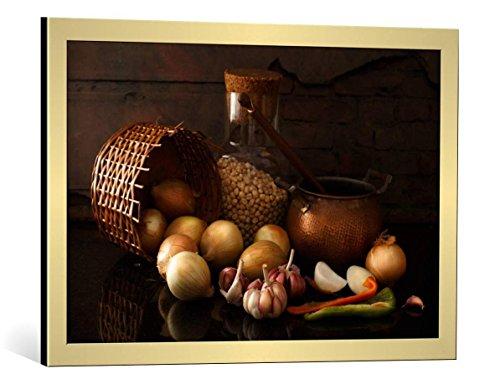 Cuadro con marco: Luiz Laercio 'Garlics and onions' - Impresión artística decorativa con marco de alta calidad, 75x50 cm, Dorado cepillado