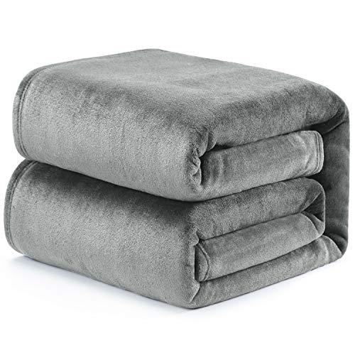 Bedsure Kuscheldecke Fleecedecke 150x200cm Grau,Beständig gegen Verschmutzungen und Flecken, hochwertige 300GSM Mikrofaser Decke für Sofa, super weiche warme Flauschige Wohndecke/Reisedecke