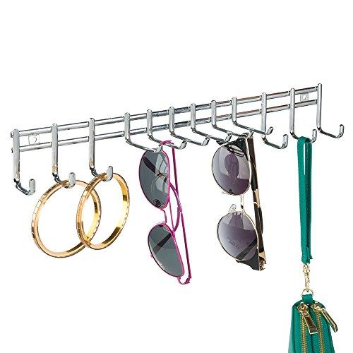 mDesign Schmuck Aufbewahrung hängend - Aufbewahrung für Ohrringe, Ketten, Sonnenbrillen und Accessoires - zur Wandmontage - Chrom