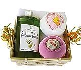 Lashuma Geschenkset Oliven Wellness Geschenkset für Damen 5 tlg. Duschbad und Shampoo Olive, 2x Badebombe, Seiftuch 30x30 cm weiß im Geschenkkorb