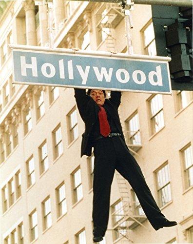 Celebrity Photos Jackie Chan Hanging in Black Coat Photo Print (60,96 x 76,20 cm)