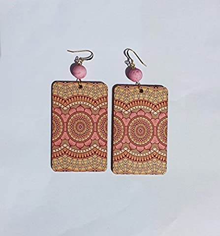 Pink rectangular pendant earrings in printed wood, with pink magma resin pearls and earwires in gold metal