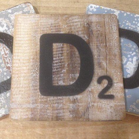 Holzbuchstaben, Deko Buchstaben aus Holz, im Scrabble-Look quadratisch Größe ca. 10 cm x 10 cm, Shabby Chic, Balsa Holz, Buchstabe D