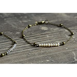 Sehr zartes bronze Armband mit kleinen Glasperlen nude oder grau