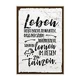 Holzschild mit Spruch – IM REGEN TANZEN – im Vintage-Look mit Zitat als Geschenk und Dekoration zum Thema Leben, Schicksal, Geduld und Sturm von TypeStoff (19,5 x 28,2 cm)