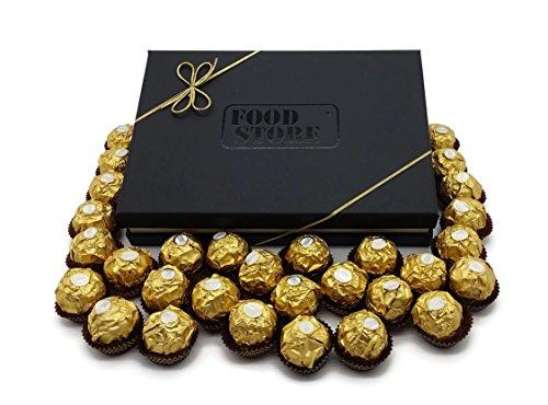 """Preisvergleich Produktbild Ferrero Rocher elegante """"Gold"""" Geschenkbox mit 30 Kugeln - knusprige Pralinen-Spezialität mit Milchschokolade und feiner Haselnusscreme"""